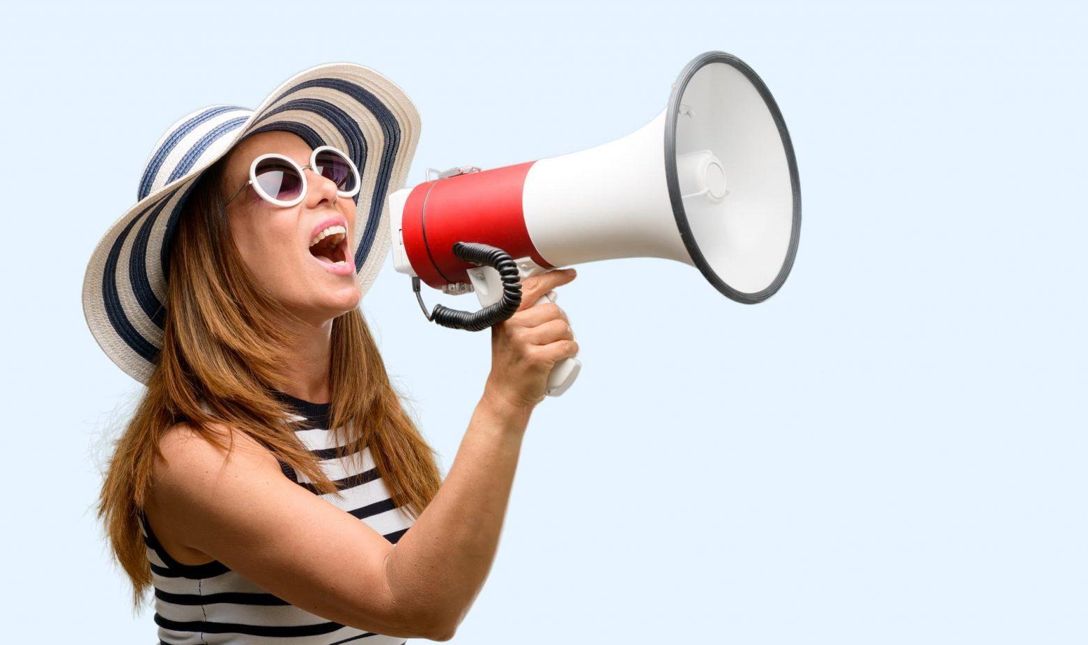 Interne communicatie, vrouw met megafoon